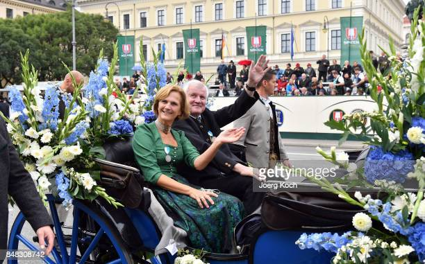 Bavarian State Premier Horst Seehofer and his wife Karin Seehofer go by carriage over Munich's famous Ludwigstrasse during the traditional Costume...
