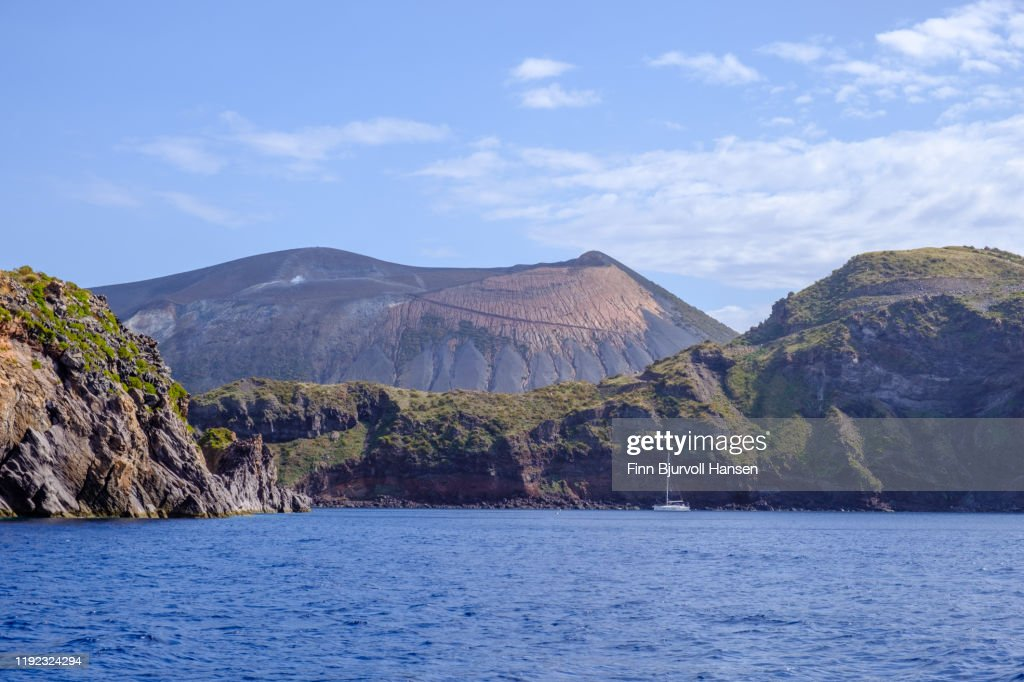 Bay and sailing boat at the eolian and lipari Island Vulcano, the vulcano in the background : ストックフォト