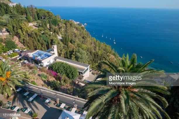 bay of giardini-naxos in taormina, sicily - naxos sicily stock pictures, royalty-free photos & images