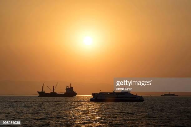 bay traffic at sunset(DSCF3933-1.jpg)