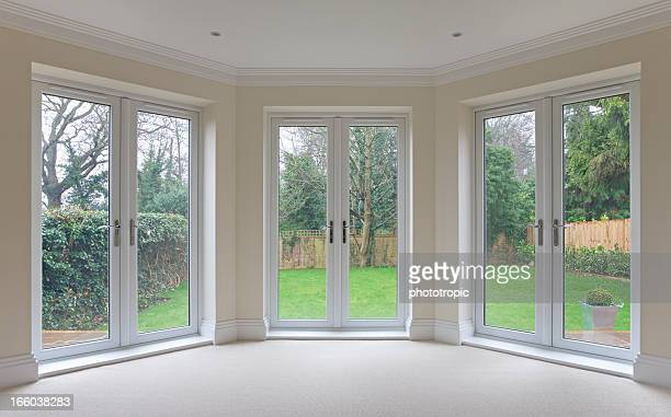 bay window patio doors - erker stockfoto's en -beelden