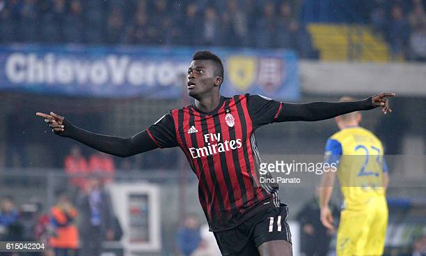 Baye Niang of AC Milan celebrates after scoring his team's second goal during the Serie A match between AC Chievo Verona and AC Milan at Stadio...