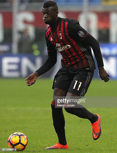 Baye Niang of AC Milan in action during the Serie A match between AC Milan and Pescara Calcio at Stadio Giuseppe Meazza on October 30 2016 in Milan...