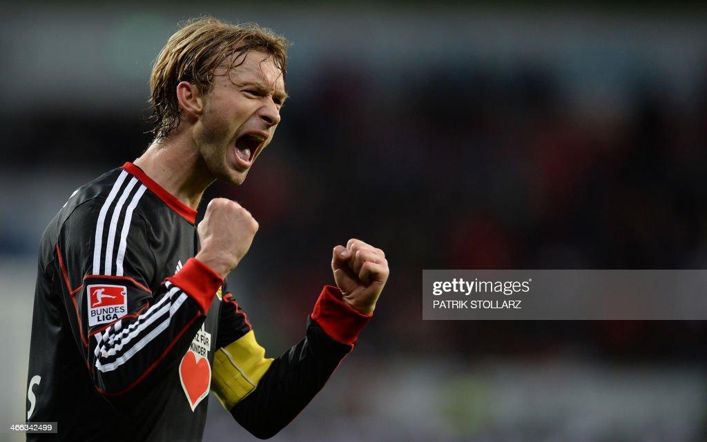 Bayer Leverkusen's midfielder Simon Rolfes reacts after the German first division Bundesliga football match Bayer Leverkusen vs VfB Stuttgart in Leverkusen, western Germany on February 1, 2014. Bayer Leverkusen defeated Stuttgart 2:1. PHOTO / Patrik STOLLARZ
