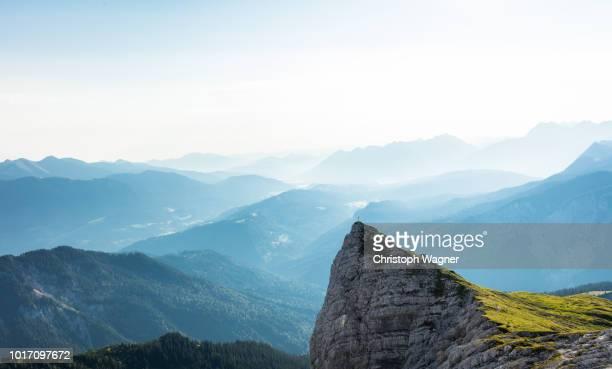 bayerische alpen - garmisch partenkirchen - oberbayern stock-fotos und bilder