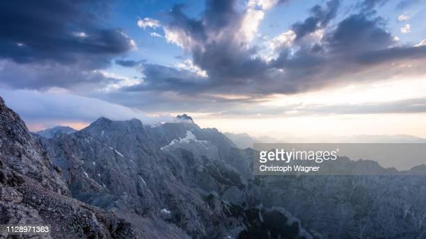 bayerische alpen - garmisch partenkirchen - beschaulichkeit stock pictures, royalty-free photos & images
