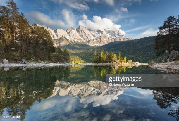bayerische alpen - garmisch partenkirchen - garmisch partenkirchen stock pictures, royalty-free photos & images