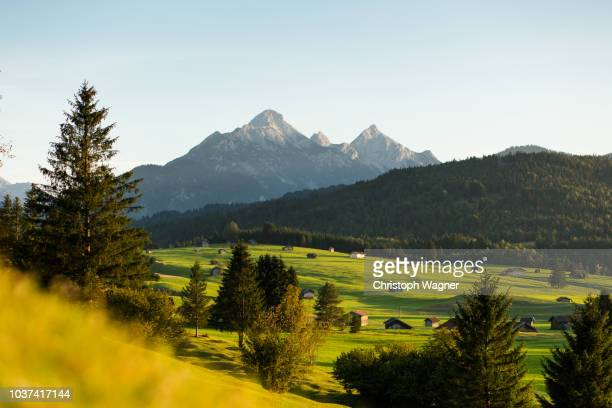 bayerische alpen - mittenwald and isar - bavarian alps stock pictures, royalty-free photos & images