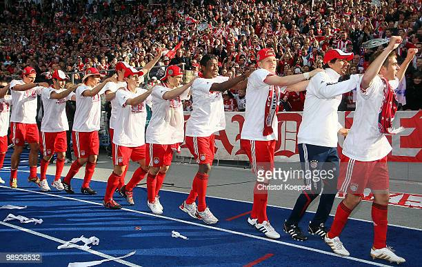 Bayern celebrates winning the German Champions trophy after winning 31 the Bundesliga match between Hertha BSC Berlin and FC Bayern Muenchen at...