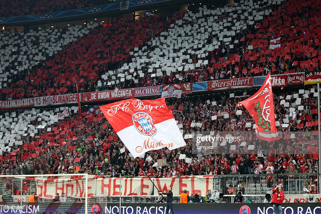 Fc Bayern Fankurve Mit Transparent Schone Heile Welt