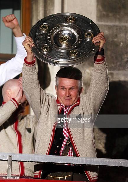 FC Bayern München feiert die 23 deutsche Meisterschaft Fussball Bundesliga FC Bayern München FC Augsburg