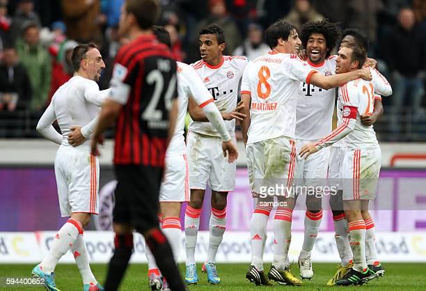 FC Bayern München Spieler feiern die vorzeitige deutsche Meisterschaft 2013 Claudio Pizarro Luiz Gustavo Javier Javi Martinez Dante Philipp Lahm...