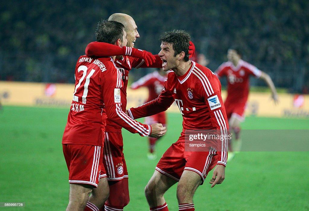 Fc Bayern Munchen Spieler Jubel Mit Philipp Lahm Arjen