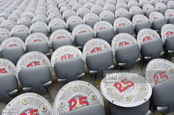 Bayern Muenchen - 1. FSV Mainz 05 Der FC Bayern feiert die 25. Deutsche Meisterschaft: Meisterschalen auf den Sitzen in der Allianz Arena