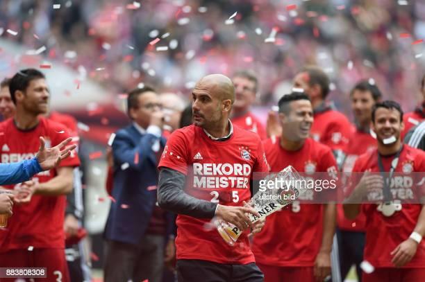 Bayern Muenchen - 1. FSV Mainz 05 Der FC Bayern feiert seine 25. Deutsche Meisterschaft: Trainer Pep Guardiola mit einem ziemlich leeren Bierglas
