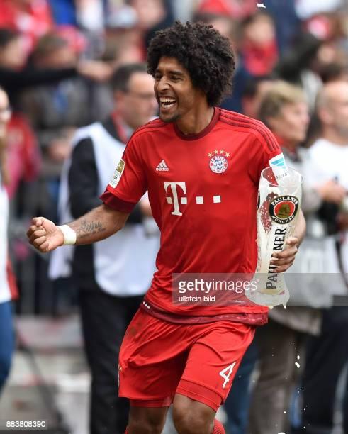 Bayern Muenchen - 1. FSV Mainz 05 Der FC Bayern feiert seine 25. Deutsche Meisterschaft: Dante jubelt