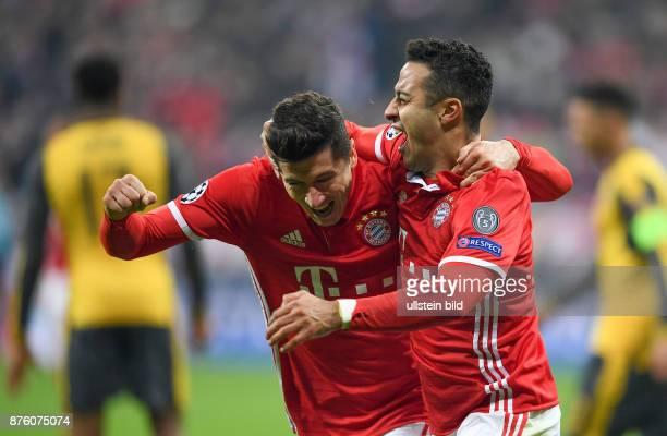 Bayern Muenchen - Arsenal London Torjubel: Robert Lewandowski und Thiago Alcantara
