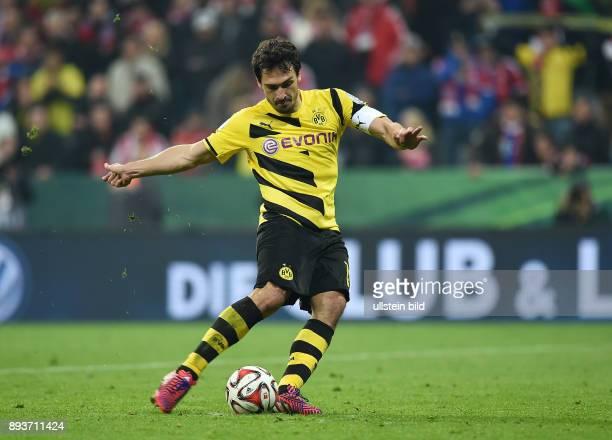 FUSSBALL FC Bayern Muenchen Borussia Dortmund Enttaeuschung Elfmeter Mats Hummels vergibt beim Elfmeterschiessen