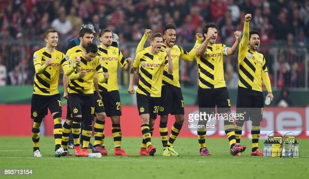 FUSSBALL FC Bayern Muenchen Borussia Dortmund Borussia Dortmund Marco Reus Henrikh Mkhitaryan Sokratis Marcel Schmelzer Erik Durm PierreEmerick...