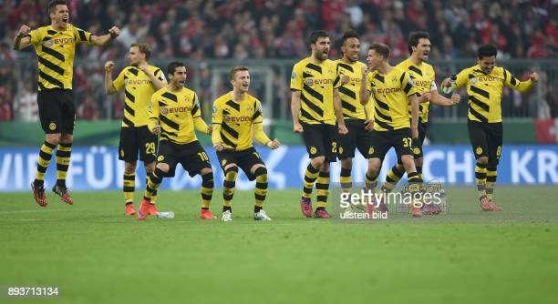 FUSSBALL FC Bayern Muenchen Borussia Dortmund Team Borussia Dortmund Sebastian Kehl Marcel Schmelzer Henrikh Mkhitaryan Marco Reus Sokratis...