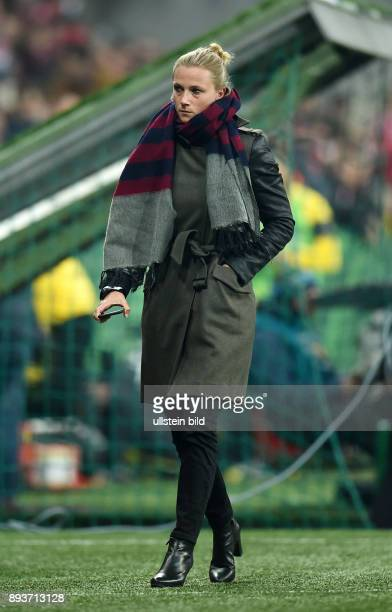 FUSSBALL FC Bayern Muenchen Borussia Dortmund Teammanagerin Kathleen Krueger