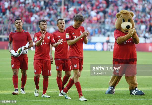 FUSSBALL 1 BUNDESLIGA SAISON FC Bayern Muenchen Borussia Moenchengladbach Enttaeuschung FC Bayern Muenchen Thiago Alcantara Juan Bernat Rafinha...