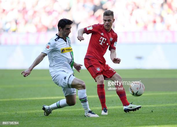 FUSSBALL 1 BUNDESLIGA SAISON FC Bayern Muenchen Borussia Moenchengladbach Joshua Kimmich gegen Lars Stindl