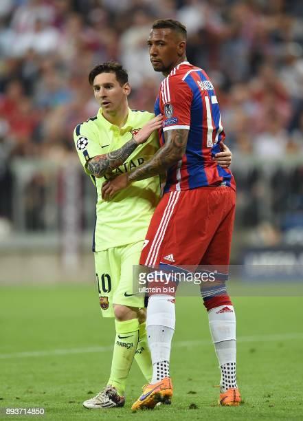 FUSSBALL FC Bayern Muenchen FC Barcelona Lionel Messi umarmt Jerome Boateng