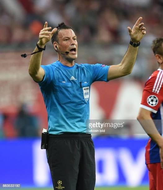 FUSSBALL FC Bayern Muenchen FC Barcelona Schiedsrichter Mark Clattenburg