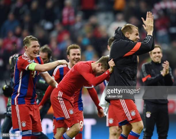 FUSSBALL CHAMPIONS FC Bayern Muenchen FC Schachtar Donezk Schlussjubel FC Bayern Muenchen Thomas Mueller mit Holger Badstuber und Bastian...