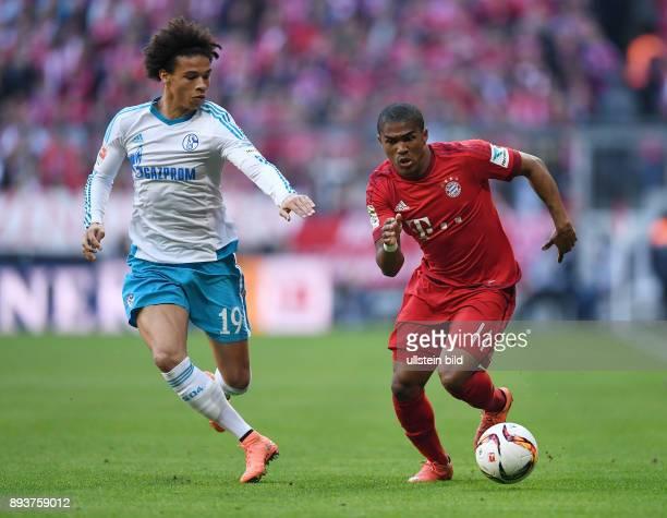 FUSSBALL 1 BUNDESLIGA SAISON FC Bayern Muenchen FC Schalke 04 Douglas Costa gegen Leroy Sane
