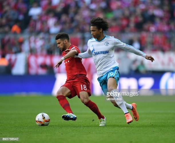 FUSSBALL 1 BUNDESLIGA SAISON FC Bayern Muenchen FC Schalke 04 Juan Bernat gegen Leroy Sane