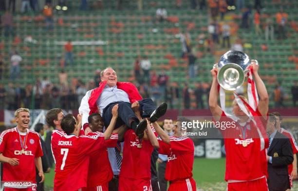 FUSSBALL CHAMPIONSLEAGUE FINALE SAISON 5 n E Bayern Muenchen Alexander Zickler Michael Tarnat Mehmet Scholl Samuel Kuffour Roque Santa Cruz und...