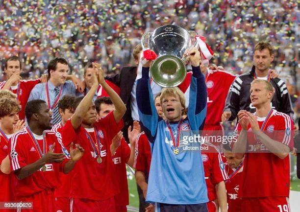 FUSSBALL CHAMPIONSLEAGUE FINALE SAISON 5 n E Bayern Muenchen Owen Hargreaves Samuel Kuffour Ciriaco Sforza Paulo Sergio Willy Sagnol Torwart Oliver...