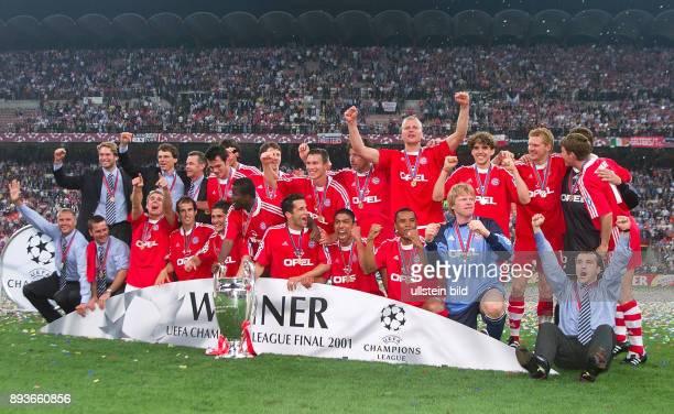 FUSSBALL CHAMPIONSLEAGUE FINALE SAISON 5 n E Siegerbild FC Bayern Muenchen Torwart Stefan Wessels CoTrainer Michael Henke Trainer Ottmar Hitzfeld...