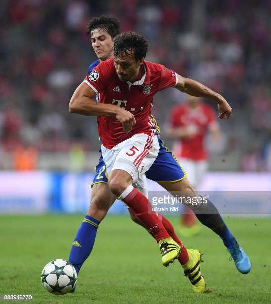 FUSSBALL FC Bayern Muenchen FK Rostow Mats Hummels vor Sardar Azmoun