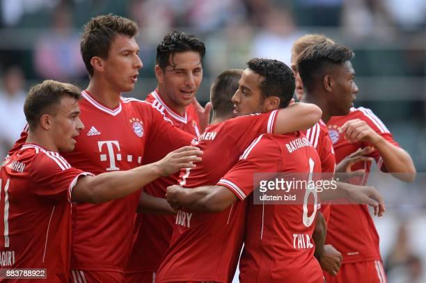 FUSSBALL 1 BUNDESLIGA SAISON FC Bayern Muenchen Hamburger SV Xherdan Shaqiri Mario Mandzukic Claudio Pizarro Franck Ribery Thiago und David Alaba