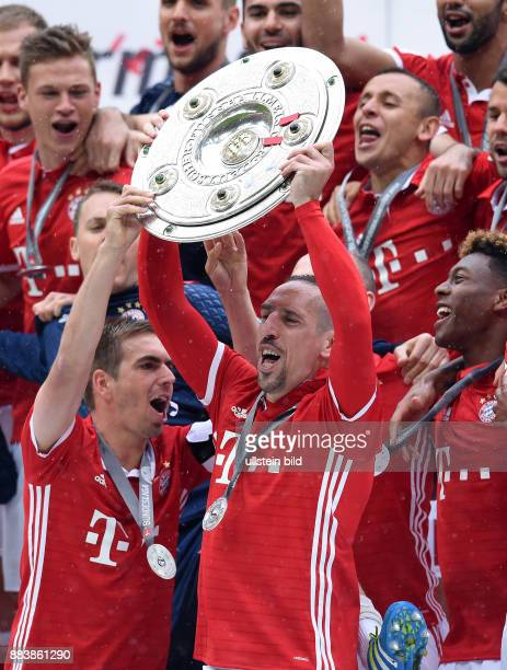 Bayern Muenchen - Hannover 96 Der FC Bayern seine die 26. Deutsche Meisterschaft: Philipp Lahm, Franck Ribery, Arjen Robben und David Alaba jubeln...