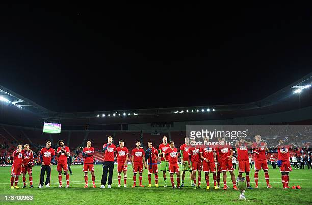 Bayern Muenchen line up in front of the trophy following the UEFA Super Cup match between Chelsea and Bayern Muenchen at Eden Stadium on August 30...