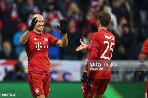 Bayern Muenchen - Olympiakos Piraeus Torjubel: Arjen Robben und Thomas Mueller