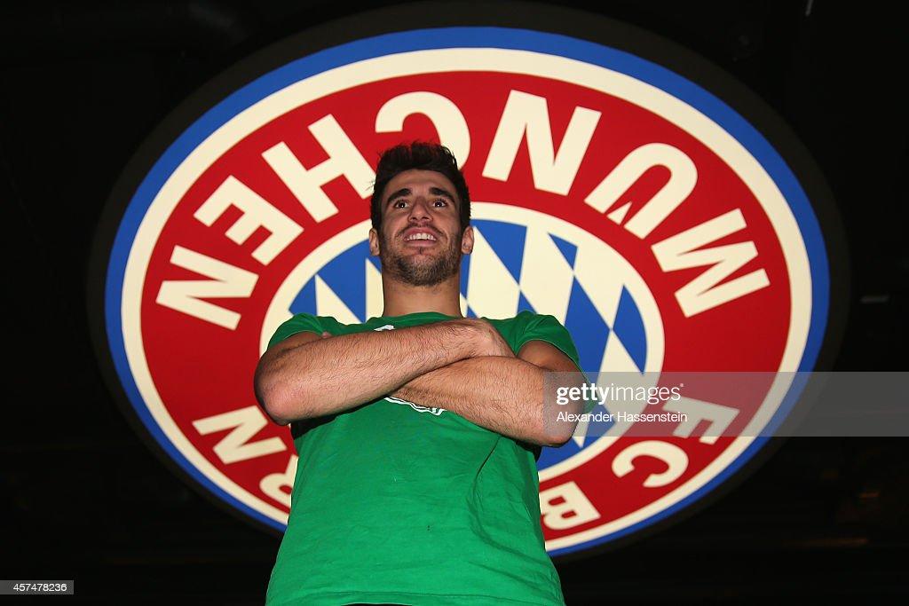 Javier Martinez Visits FC Bayern Erlebniswelt