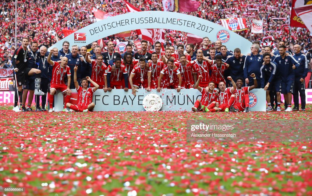 Bayern Muenchen players and staff pose with the Championship trophy in celebration of the 67th German Championship title following the Bundesliga match between Bayern Muenchen and SC Freiburg at Allianz Arena on May 20, 2017 in Munich, Germany.