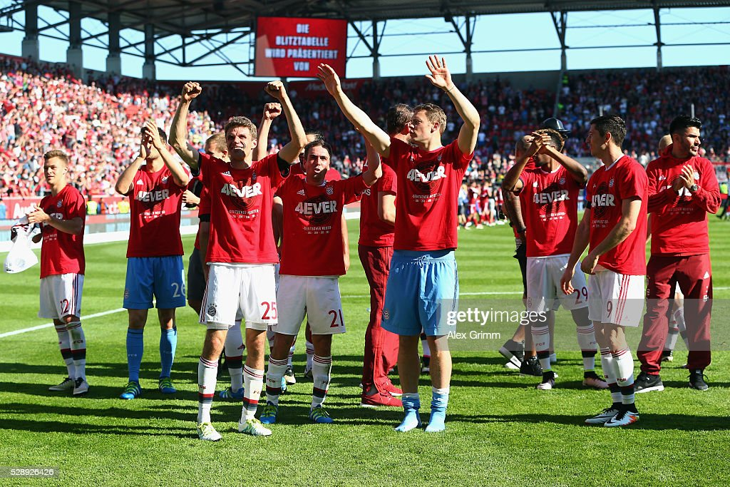 Bayern Muenchen players celebrate being Bundesliga champions after beating Ingolstadt 2-1 in the Bundesliga match between FC Imgolstadt and FC Bayern Muenchen at Audi Sportpark on May 07, 2016 in Ingolstadt, Bavaria.