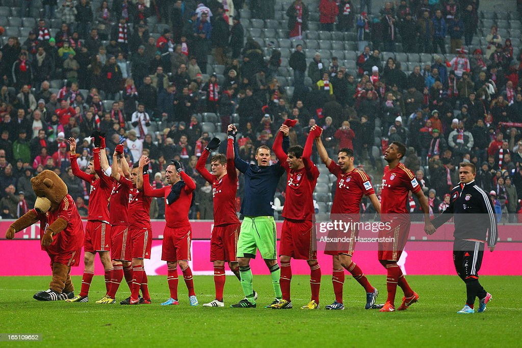 Bayern Muenchen players celebrate their 9-2 victory after the Bundesliga match between FC Bayern Muenchen and Hamburger SV at Allianz Arena on March 30, 2013 in Munich, Germany.