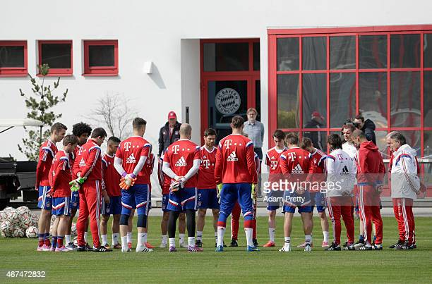 Bayern Muenchen players hold a minute silence to pay tribute to the passengers who were on Germanwings flight 4U9525 that crashed yesterday in...