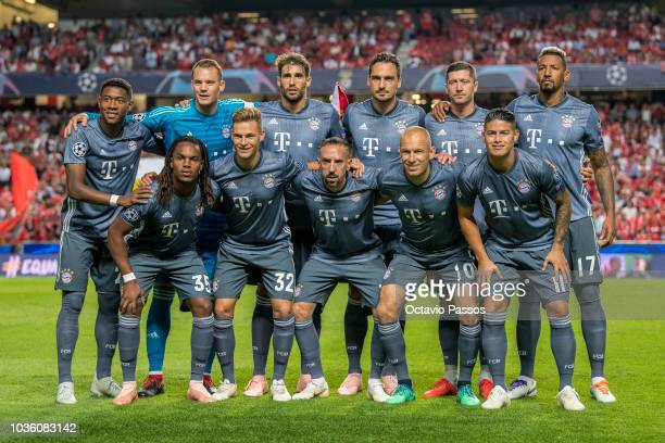 Bayern Muenchen players line up prior to the Group E match of the UEFA Champions League between SL Benfica and FC Bayern Muenchen at Estadio da Luz...