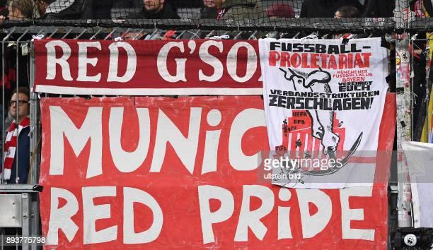 FUSSBALL FC Bayern Muenchen PSV Eindhoven FC Bayern Ultras von der Schickeria in der Suedkurve der Allianz Arena protestieren mit einem Banner gegen...