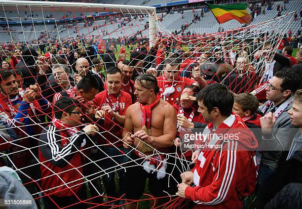 Bayern Muenchen supporters attempt to tear apart the goal net in celebration of the Buldesliga champions after the Bundesliga match between FC Bayern...
