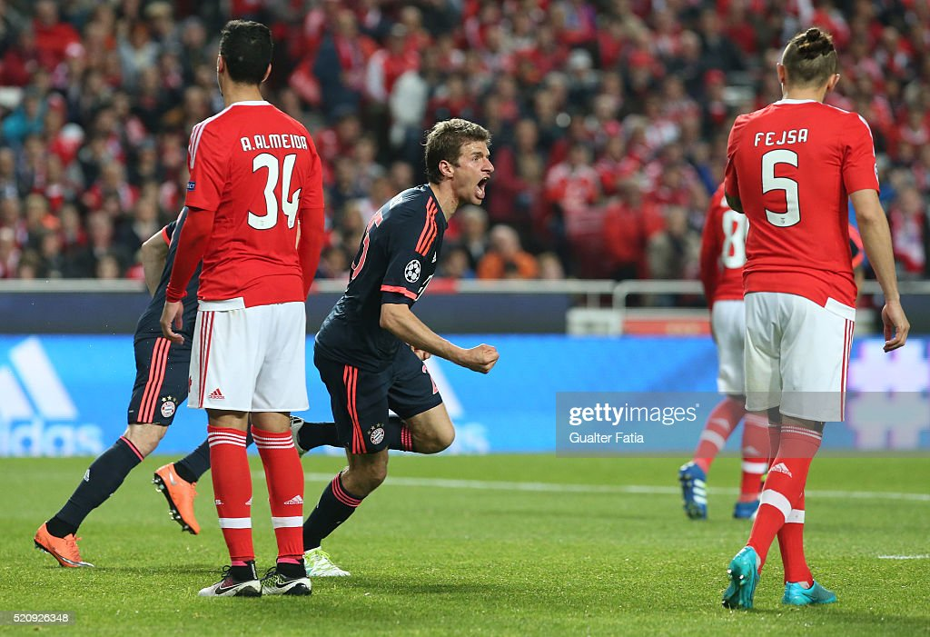 FC Bayern Munchen's forward Thomas Mueller (C) celebrates after scoring a goal during the UEFA Champions League Quarter Final: Second Leg match between SL Benfica and FC Bayern Munchen at Estadio da Luz on April 13, 2016 in Lisbon, Portugal.