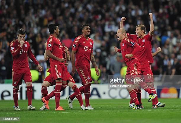 Bayern Munich celebrate after Real Madrid miss a penalty during the UEFA Champions League second leg semi-final match between Real Madrid and Bayern...